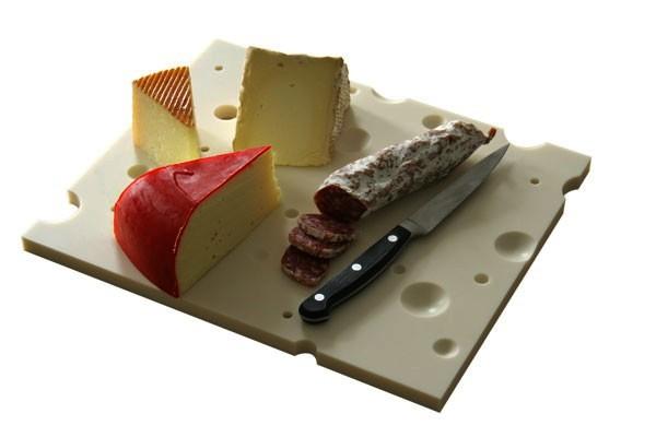 Разделочная доска в виде ломтика сыра