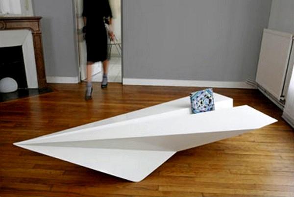 Paper Plane Coffee Table, журнальный столик в виде *бумажного* самолетика