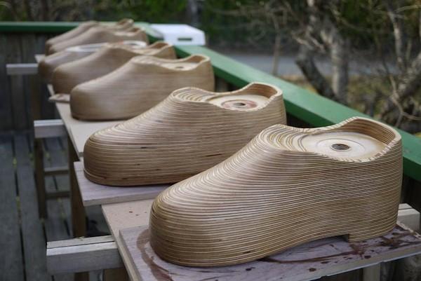 Деревянные башмаки-скворечники