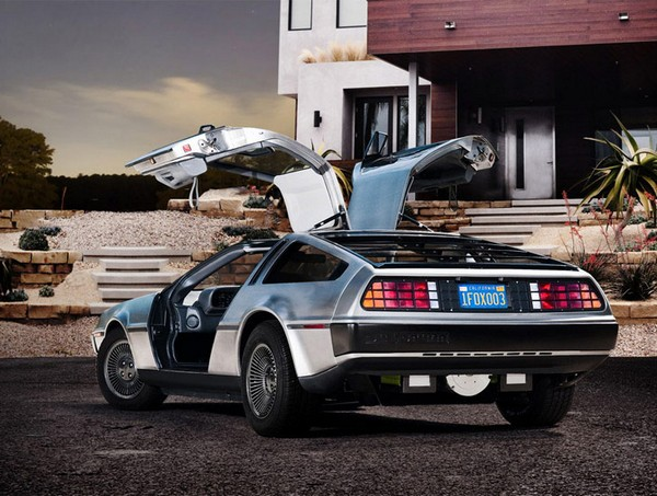 Электромобиль DeLorean DMC-12 из фильма «Назад в будещее»