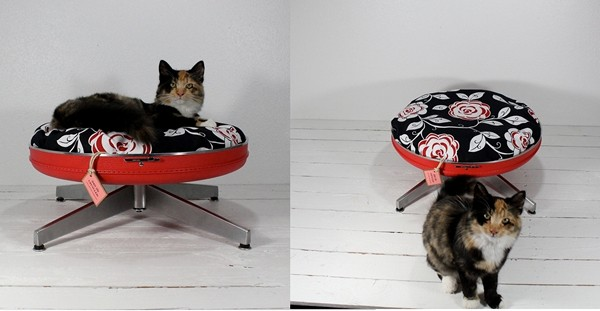 Upcycled Suitcase Pet Bed, кошачьи кроватки от Atomic Attic