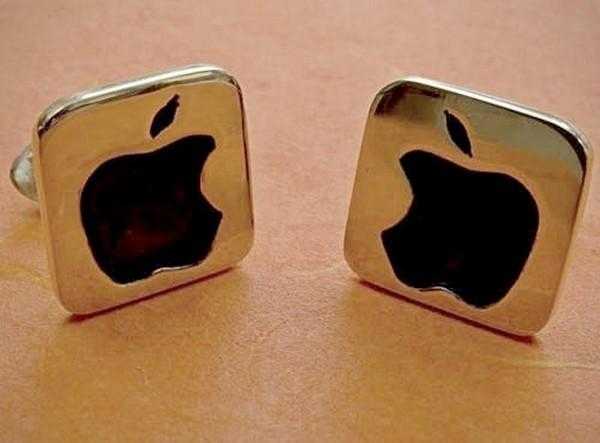 Запонки с логотипом Apple