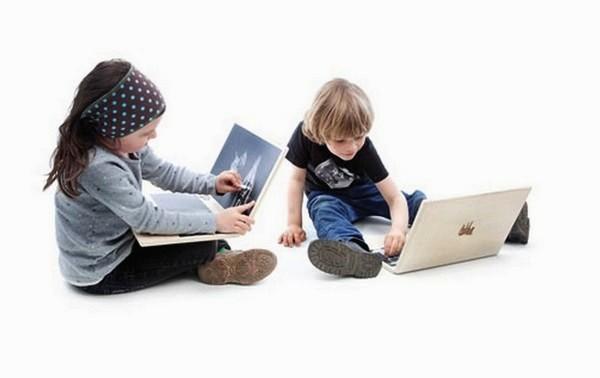 Гаджет из дерева i-Wood, детский ноутбук и доска для рисования