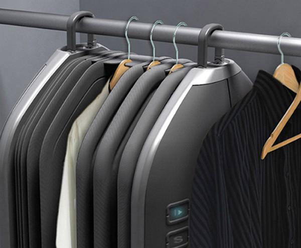 Концептуальная стиральная машинка в платяном шкафу