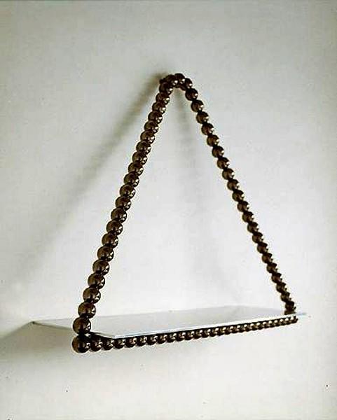 Подвесная полочка с ожерельем от Mattia Bonetti