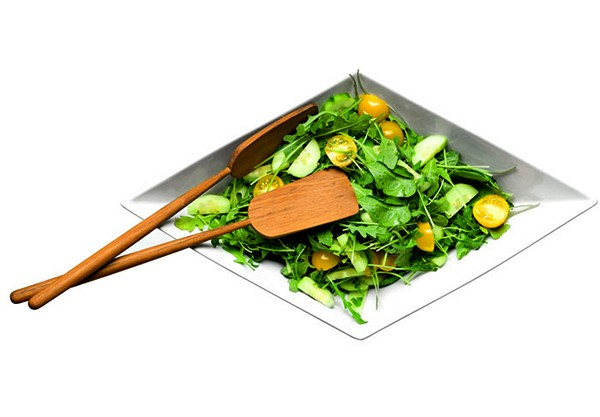 Кораблик с салатом из набора посуды Paper Boat Tableware