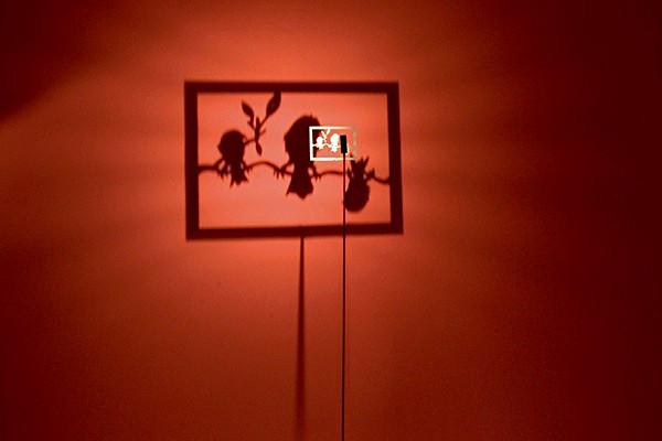 Декоративные тени на стене. Проект торшера Shining Image от Michael Rosing и Dennis Thies