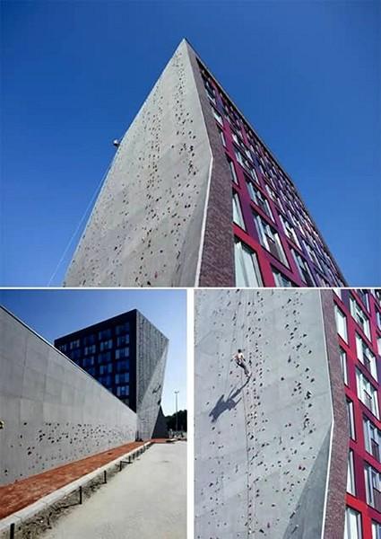 Здание-скалодром в Голландии