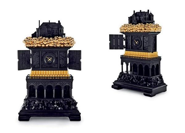 Вычурные часы из черненой бронзы с позолотой. Стилизованный Биг-Бен из коллекции мебели Robber Baron
