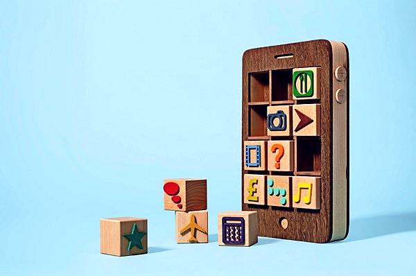 Деревянный iPhone, концепт детских кубиков нового образца