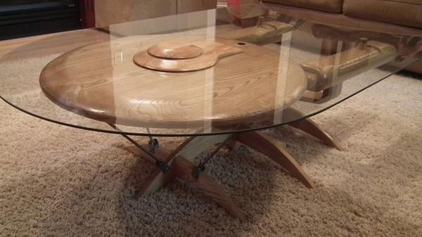 Trekkie table, столик, напоминающий звездолет из Star Trek от Barry Shields