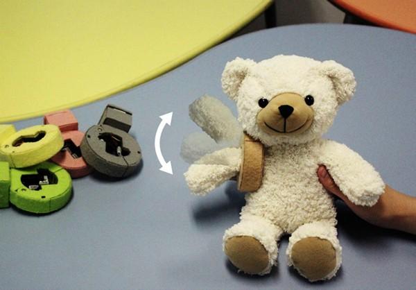 PINOKY, чудо-устройство в виде браслета, оживляющего игрушечных зверей