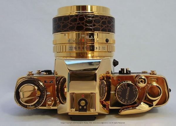Pentax LX Gold, штучная модель золотого фотоаппарата к юбилею компании