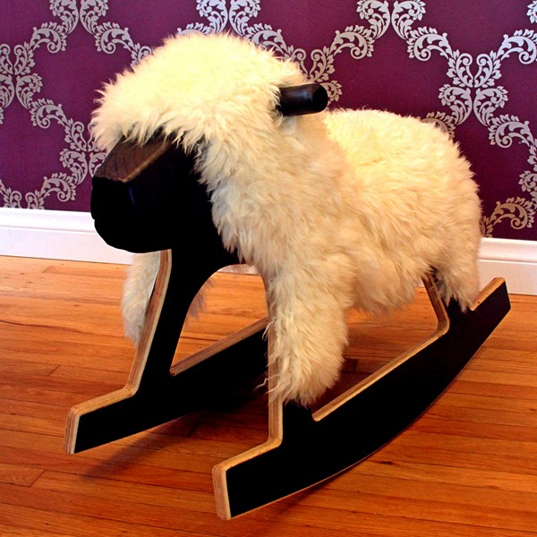 Rocking Sheep, кресло-качалка в виде белой овечки Долли