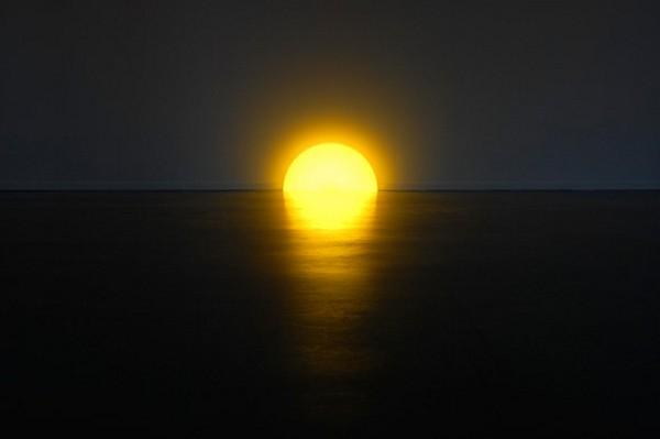 Skirting Board Sunset, светильник, имитирующий закат над морем