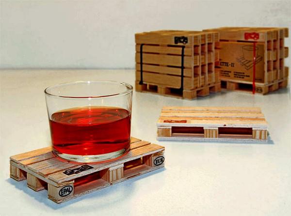Деревянные подставки в виде миниатюрных ящиков