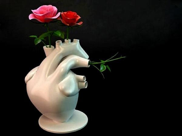 Ваза  Flower Pump vase в виде анатомически правильного сердца