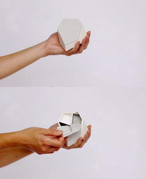Оригинальные контейнеры для таблеток от Celine Forestier
