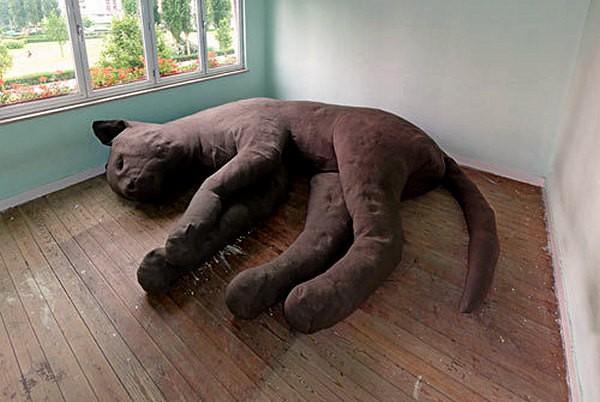Кошачий диван Giant Cat Sofa от дизайн-студии Unfold