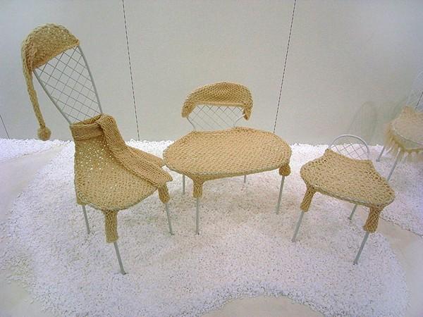 Family Chairs, дружное семейство стульев на биеннале в Бельгии