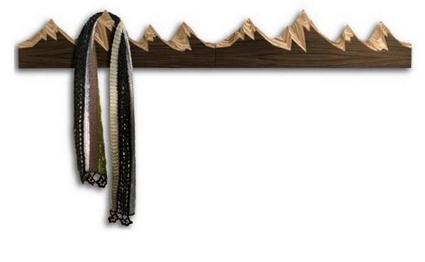 Горные вершины как вешалки для верхней одежды