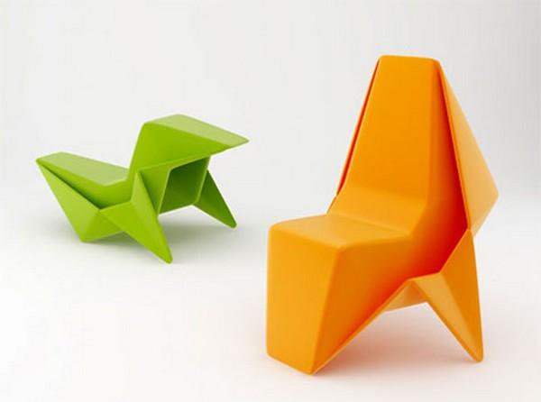 Стулья, похожие на фигурки оригами