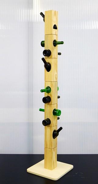 Bottle Coat Rack: вешалка из пустых бутылок от Даниэлы Крус (Daniela Cruz)