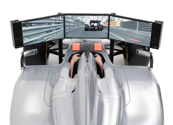 Полноразмерный игровой симулятор болида Formula 1