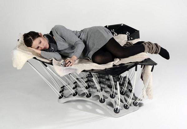 «Плавающий»  стул  1001 от Thomas Hiemann и Markus Dilger