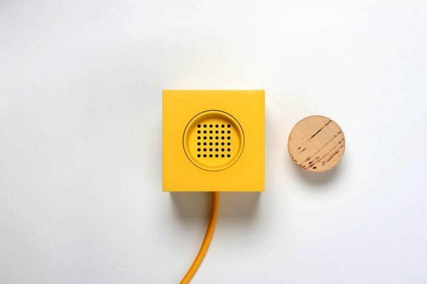 Plugg Radio: концепт оригинального радиоприемника с затычкой