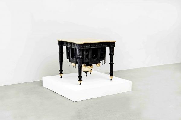 *Наоборотный* стол Taj Mahal Table от Studio Job