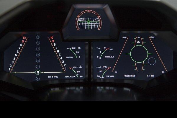 На первый взгляд приборка Lamborghini Reventon напоминает панель истребителя. Сверху расположен информационный монитор, где высвечиваются основные показатели. Справа установлен оригинальный спидометр, а левый экран отображает положение рычага переключения передач.