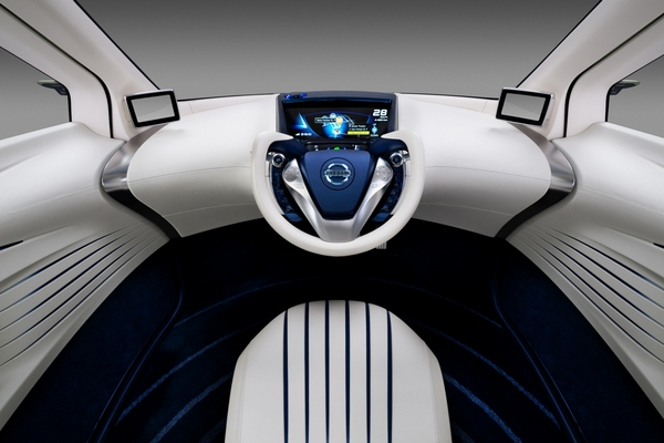 Внешний вид приборной панели концепта Nissan Pivo3 кажется фантастическим