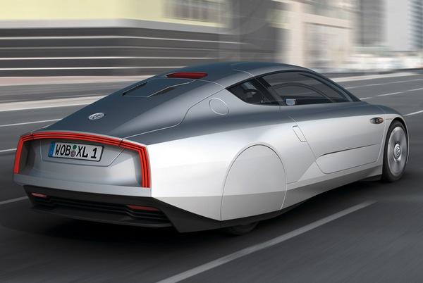 Сзади Volkswagen XL1 выглядит футуристично