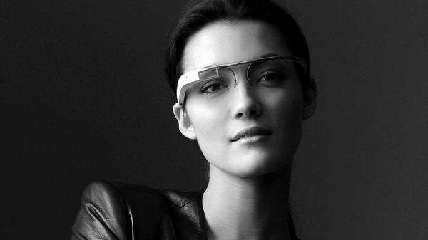 Google Glass - портативный компьютер в виде очков