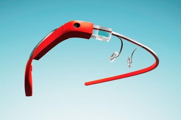 Google Glass могут поступить в продажу уже в конце 2013 года