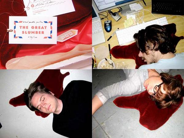 Кровавая подушка Blood Puddle Pillow