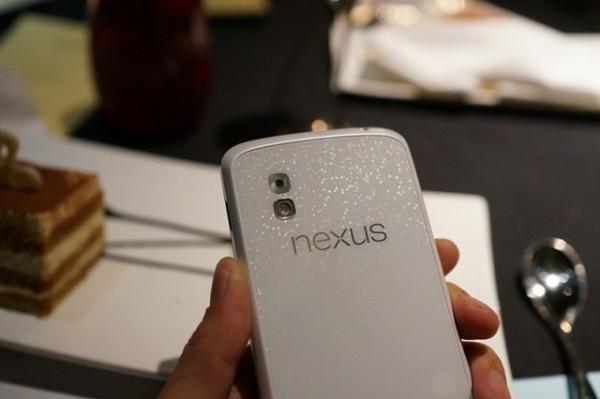 Задняя панель LG Nexus 4 Swan