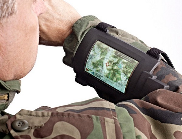 Wrist-Mounted Flexible Display – компьютер на руке солдата
