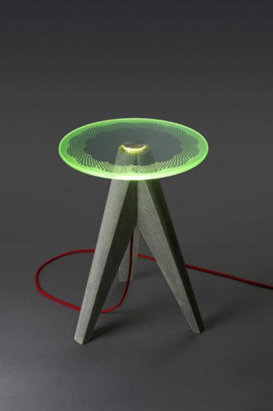 Бетонный столик-лапма с узорным светодиодным освещением