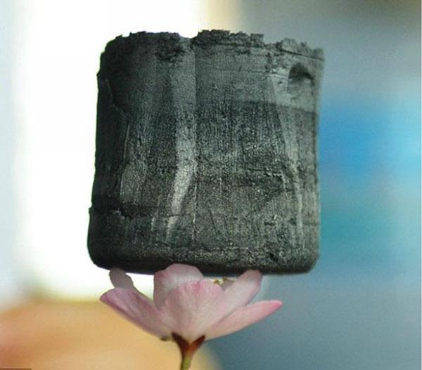 Плотность аэрогеля ниже плотности гелия и водорода