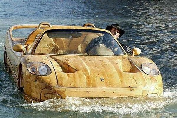 Лодка в виде Ferrari F50 от Livio De Marchi