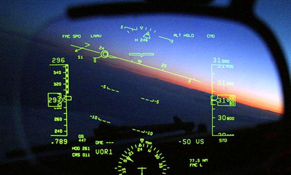 Так выглядит HUD-навигатор в самолёте