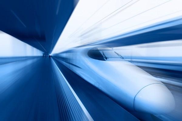 Скоростной поезд на монорельсовой дороге