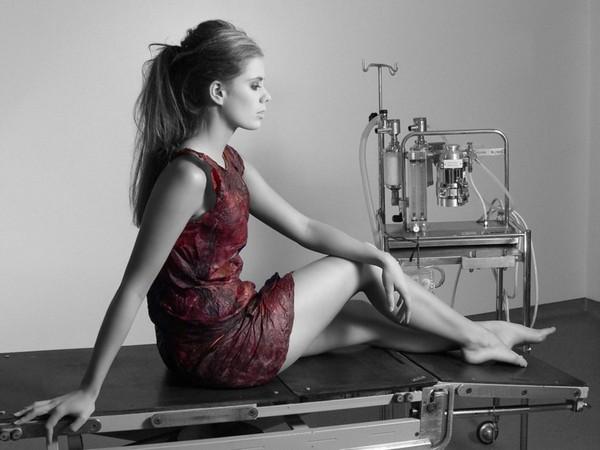 Micro'Be' Bioalloy – платье из вина
