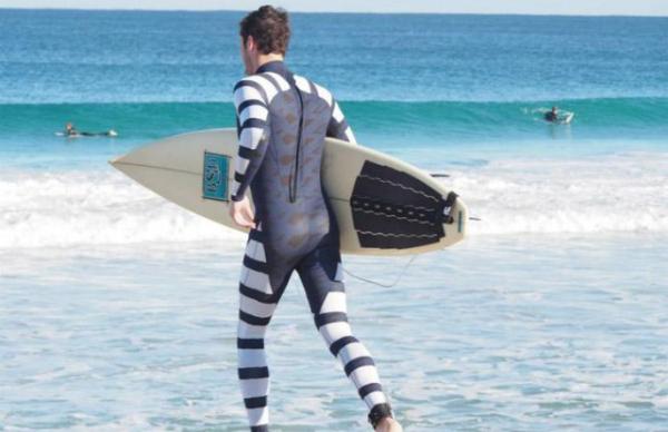 Черно-белый костюм The Diverter убережет потенциальных жертв акул от нападения