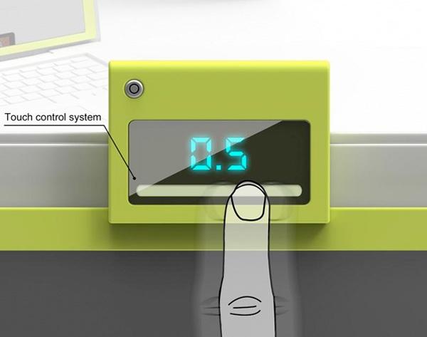 Для настройки используется небольшой дисплей с тач-скрином на верхней части девайса