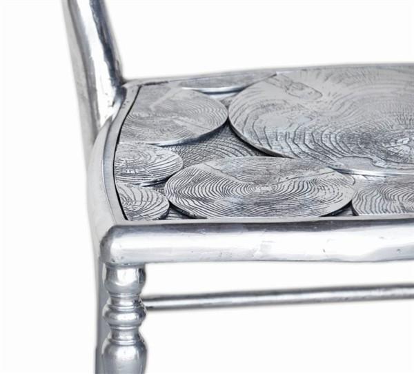 Трехногий стул