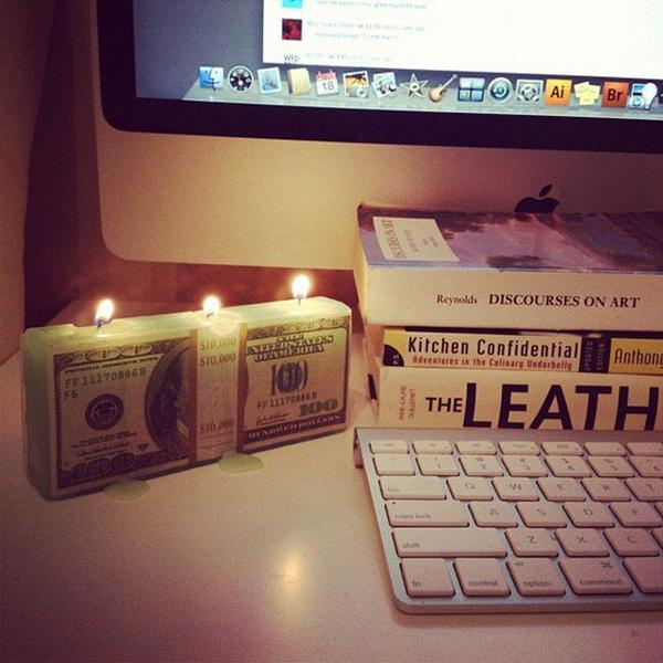 свечи в форме пачки долларов