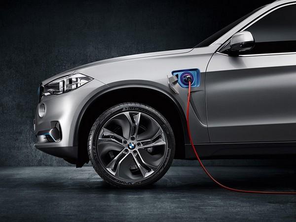 BMW X5 eDrive – гибридное будущее легендарного внедорожника